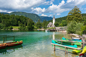 Картинка Словения Озеро Пристань Лодки Гора Лес Lake Bohinj Природа