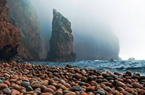 Картинки Камни Россия Скала Тумана Bay of red pebbles, Primorsky Krai, Russian Island