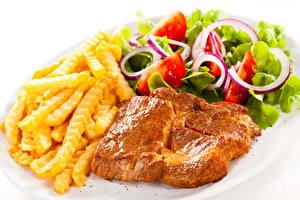 Обои для рабочего стола Вторые блюда Мясные продукты Картофель фри Салаты Овощи Белый фон Еда