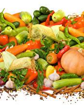 Фото Овощи Перец чёрный Чеснок Корица Кукуруза Перец Белом фоне Еда