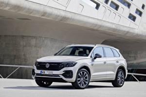 Картинки Volkswagen Белый Металлик 2019 Touareg One Million авто