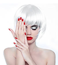 Картинки Белым фоном Блондинок Макияж Руки Маникюр Красными губами Прически Девушки