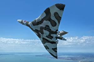 Фотографии Самолеты Бомбардировщик Летит Британский Avro Vulcan B2