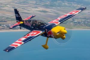 Фото Самолеты Летят Zivko Edge 540, Monoplane Red Bull Авиация