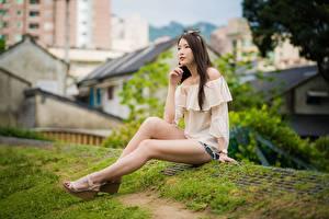 Фото Азиатки Боке Ног Сидящие Позирует Шатенки Бантики девушка