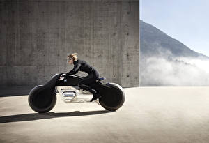 Фотография БМВ Мотоциклист Сбоку Блондинки 2016 Motorrad VISION NEXT 100 Мотоциклы