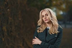 Обои Размытый фон Блондинка Взгляд Волосы Девушки картинки
