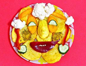 Фотографии Креативные Картофель Овощи Цветной фон Лицо Продукты питания