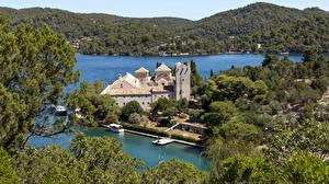 Фотография Хорватия Леса Озеро Пристань Дома Холмы Mljet Island Города