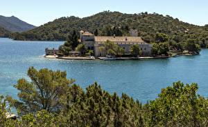 Картинки Хорватия Остров Здания Причалы Заливы Холм Mljet Island Города