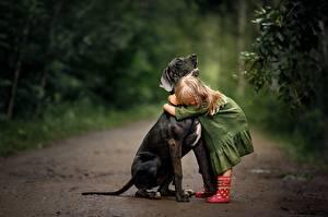 Картинки Собаки Обнимаются Девочки Svetlana Shelemeteva ребёнок Животные