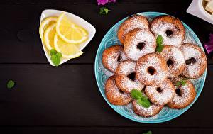 Фото Пончики Сахарная пудра Лимоны Тарелке Еда