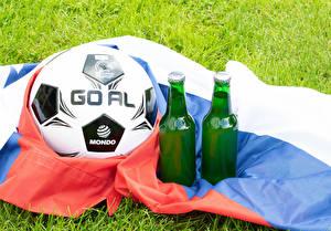 Фото Футбол Пиво Мяч Флаг Бутылки спортивная Еда
