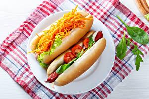Картинки Хот-дог Булочки Морковь Помидоры Сосиска Тарелка Две Пища