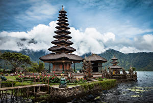 Картинки Индонезия Храмы Берег Ulun Danu Bali город