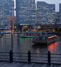 Фото Япония Речные суда Вечер Река Дома Гирлянда Yokohama город