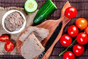 Фотографии Ножик Помидоры Огурцы Бутерброд Разделочная доска Продукты питания