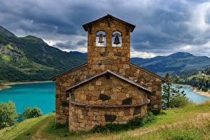 Фотографии Горы Озеро Франция Savoie, Chapelle de Roselend, Beaufort Природа