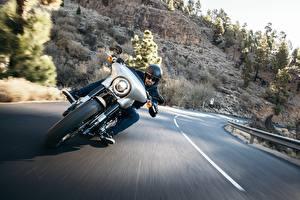 Фотографии Дороги Xарлей дэвидсон Мотоциклист Спереди Едущий Electra Glide Milwaukee Eight 107