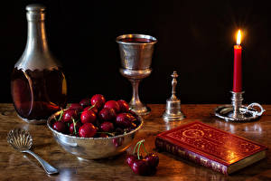 Обои Натюрморт Черешня Свечи Бокалы Бутылка Ложки Книга Миска Еда