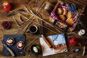 Фото Натюрморт Выпечка Варенье Кофе Доски Колос Сливки Книги Кружка Продукты питания
