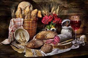 Обои Натюрморт Колбаса Хлеб Скатерть Корзинка Колосья Бокал Продукты питания