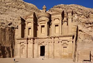 Фотография Храмы Скалы Nabataean rock temple, Ad-Deir, city of Petra, Jordan Города
