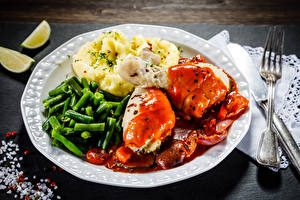 Картинки Вторые блюда Мясные продукты Картошка Овощи Курятина Тарелка Вилки