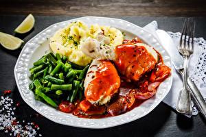 Картинки Вторые блюда Мясные продукты Картошка Овощи Курятина Тарелка Вилки Еда
