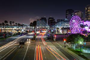 Картинка Штаты Дома Дороги Калифорнии Ночь Уличные фонари Колесо обозрения Downtown Long Beach город