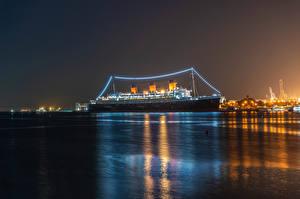Фотографии Штаты Корабль Круизный лайнер Калифорнии Залива Ночь Гирлянда Queen Mary Природа