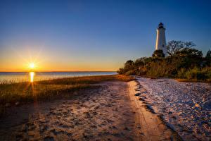Обои Штаты Рассветы и закаты Берег Маяк Флорида Кусты Солнца Природа