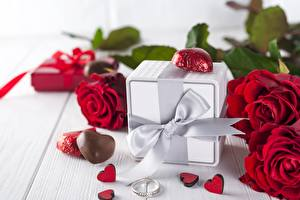 Картинки День всех влюблённых Роза Конфеты Подарок Бант Цветы