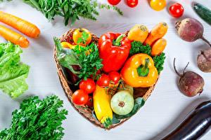 Фотографии Овощи Свекла Морковь Перец овощной Томаты