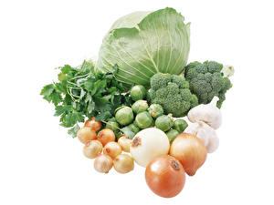 Фотографии Овощи Лук репчатый Чеснок Капуста Брокколи Белом фоне Пища