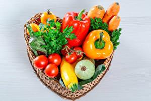 Фото Овощи Томаты Перец Корзина Серце Продукты питания