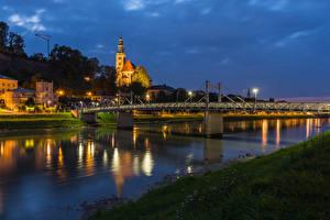 Обои для рабочего стола Австрия Зальцбург Здания Реки Мост Вечер Города