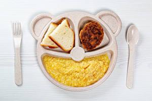 Обои для рабочего стола Хлеб Каша Мясные продукты Доски Тарелке Ложки Вилка столовая Продукты питания