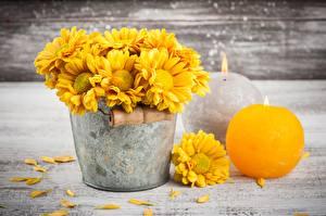 Картинки Свечи Хризантемы Ведра Желтые Цветы