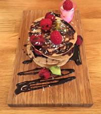 Картинка Шоколад Малина Блины Разделочная доска Еда