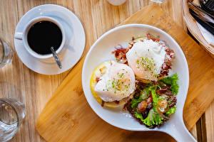 Картинка Кофе Доски Завтрак Чашке Тарелке Глазунья Пища