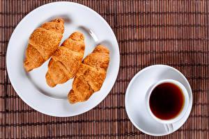 Фотография Круассан Чай Тарелка Трое 3 Чашка