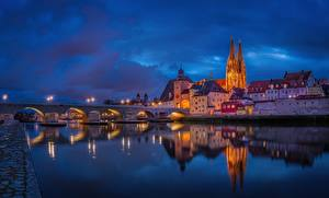 Фотографии Вечер Мост Речка Здания Германия Regensburg Danube River город
