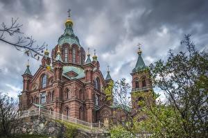 Картинки Финляндия Хельсинки Храм Церковь Забором Uspenski Cathedral Города
