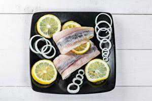 Картинки Рыба Лимоны Лук репчатый Тарелке Еда