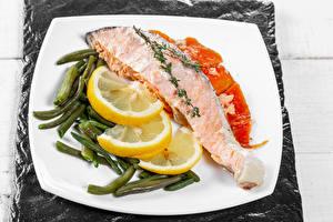 Фото Рыба Лимоны Овощи Тарелке Пища