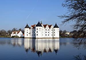Картинки Германия Замок Озеро Glücksburg