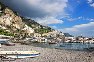 Обои Италия Амальфи Здания Берег Пирсы Лодки