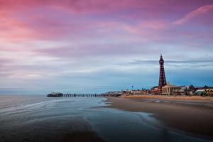 Картинка Пристань Англия Башни Пляже Blackpool, Lancashire Города