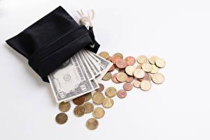 Картинка Деньги Банкноты Доллары Монеты Белый фон Бумажник